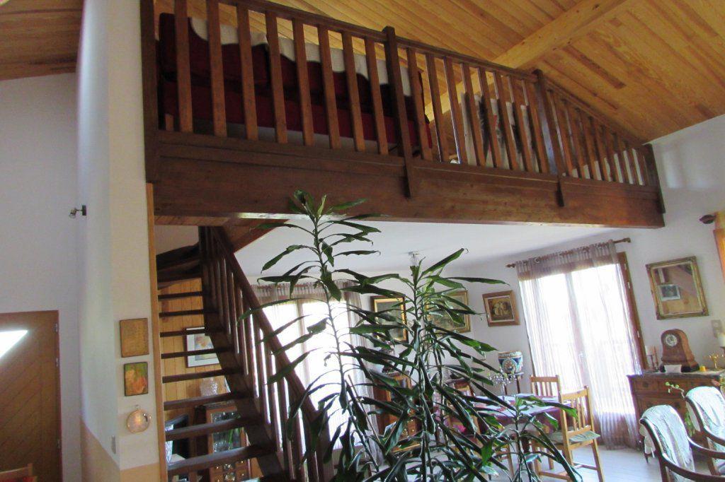 Une maison en bois chaleureuse et moderne - saftidanslegers